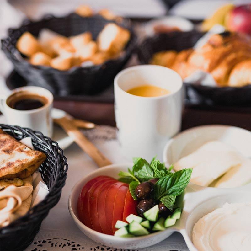 Desayunos-en-restaurante-popa